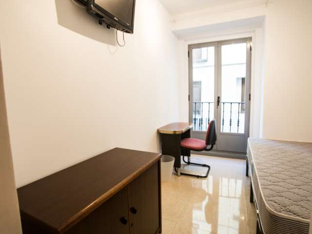 Sunny room in shared apartment in Puerta del Sol, Madrid