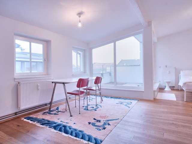 Zimmer zu vermieten in großer Wohnung, 2 Schlafzimmer, Mitte, Berlin
