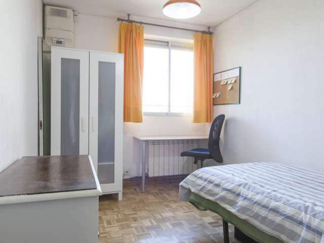 Cozy room in 3-bedroom apartment in Aluche, Madrid
