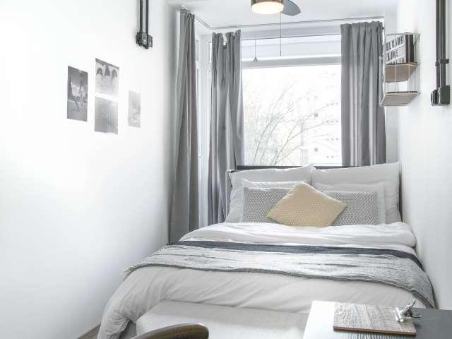 Zimmer in einer Wohnung mit 3 Zimmern in Charlottenburg, Berlin