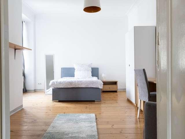 Doppelzimmer zur miete in wohnung mit 4 schlafzimmern, kreuzber