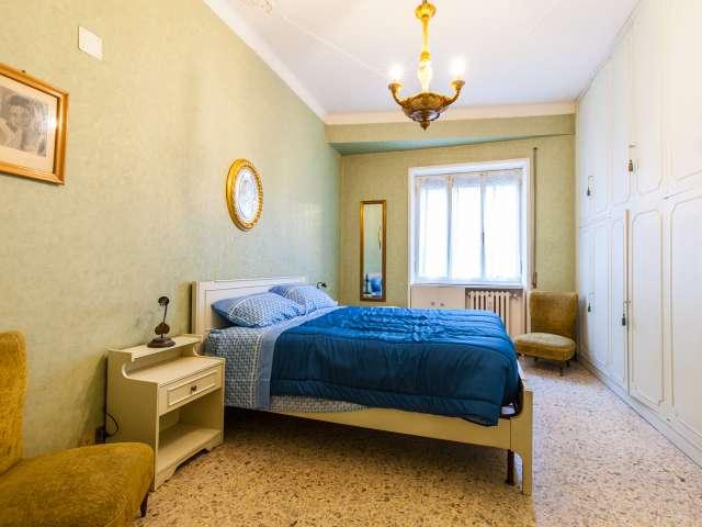 Elegante camera in appartamento con 2 camere da letto in Appio Latino, Roma
