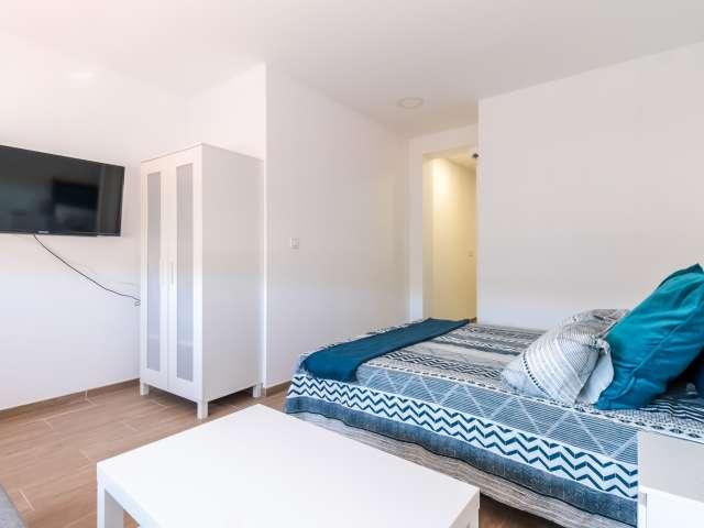 Sleek studio apartment for rent in Sants, Barcelona
