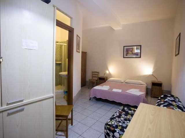 Camera in affitto in appartamento con 8 camere da letto, Centro Storico
