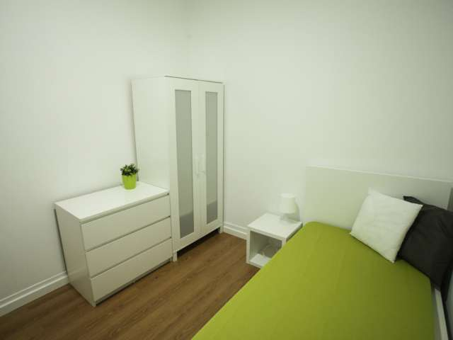 Furnished room for rent in 6-bedroom apartment in Campolide