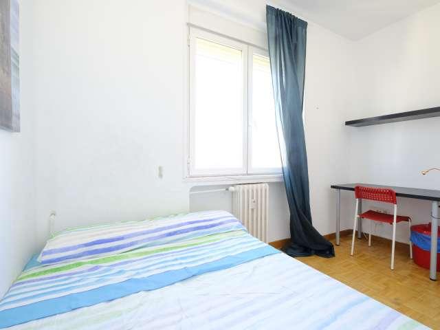 Chambre lumineuse dans un appartement de 4 chambres à Latina, Madrid