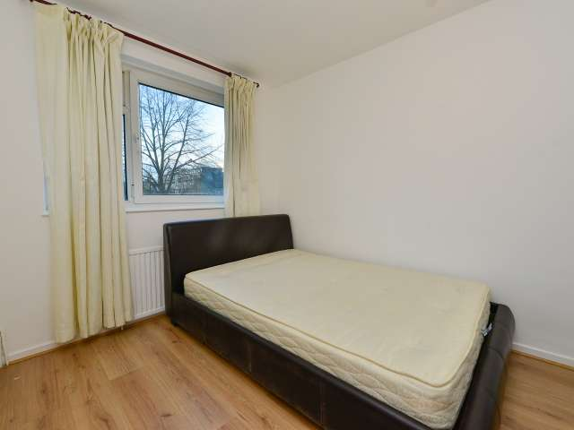 Spacious room in 4-bedroom flatshare, Bethnal Green, London