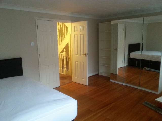 Room to rent in 5-bedroom houseshare in Greenwich, London