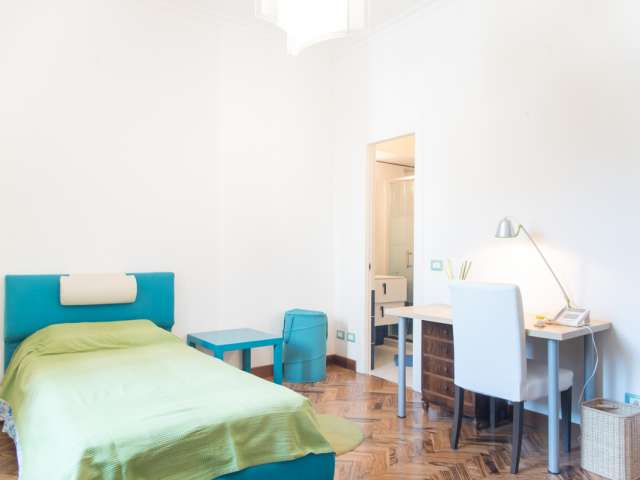 Big room in 2-bedroom apartment in Rome City Centre