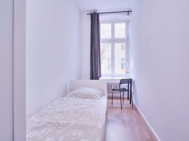 Zimmer in Apartment mit 4 Schlafzimmern in Kreuzberg, Berlin