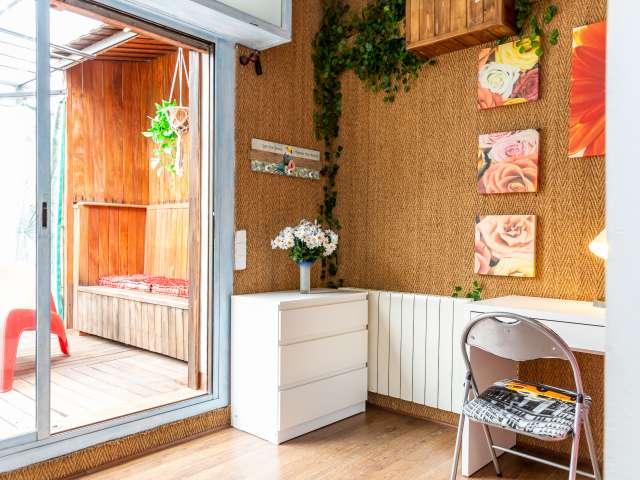 Room for rent in fab apartment in L'Esquerra de l'Eixample