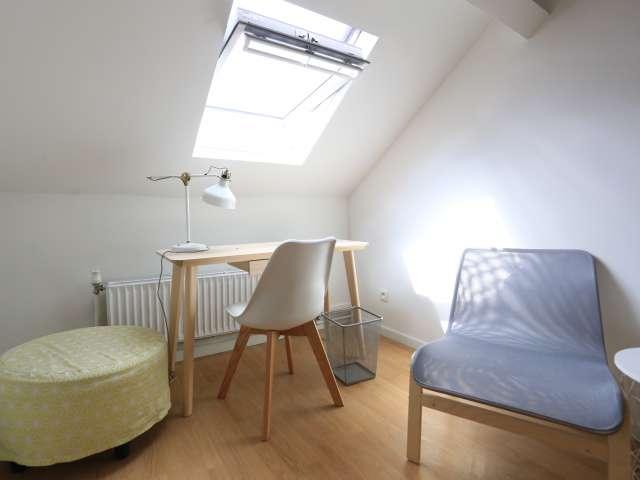 Cozy room in 6-bedroom house in Saint Gilles, Brussels