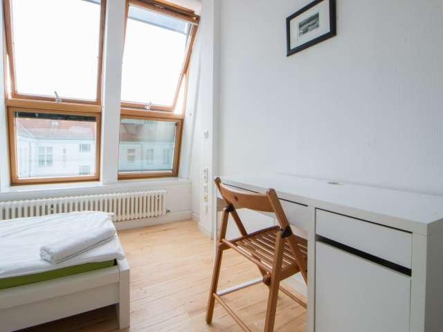 Großzügiges Zimmer in Charlottenburg-Wilmersdorf, Berlin