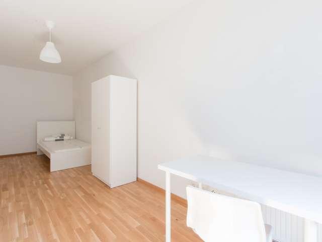 Sonniges Zimmer in 5-Zimmer-Wohnung in Mitte, Berlin