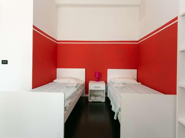 Posto letto in bella camera in affitto in appartamento con 4 camere da letto nei Navigli