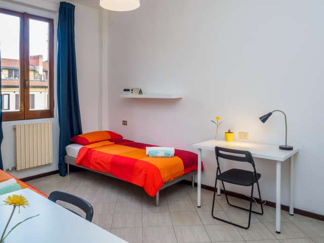 Lovely room in shared apartment in Stazione Centrale, Milan