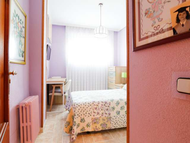 Room for rent in 3-bedroom apartment in Usera, Madrid