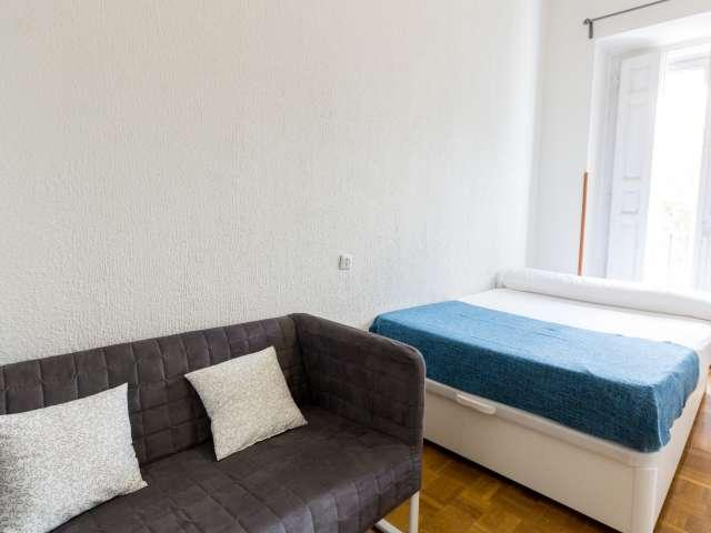 Habitación equipada en piso compartido en Puerta del Sol, Madrid