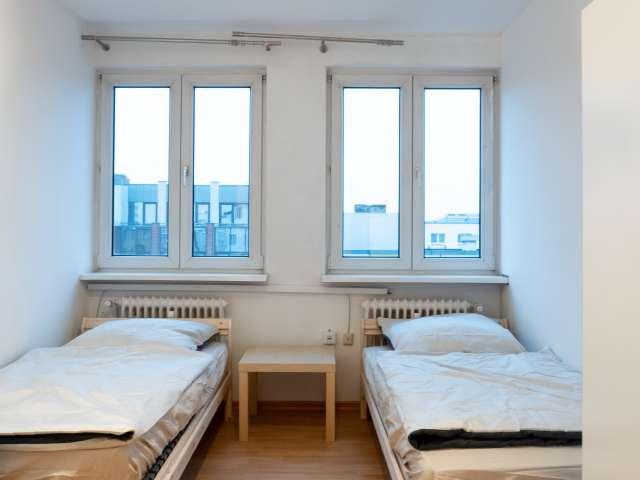 Gemütliches Zimmer zur Miete in Wohnung mit 6 Schlafzimmern, Mitte