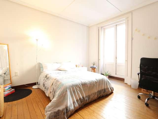 Chambre spacieuse dans un appartement de 4 chambres à Malasaña, Madrid