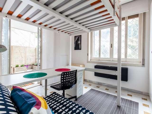 Stanza moderna in affitto in appartamento a Trieste, Roma