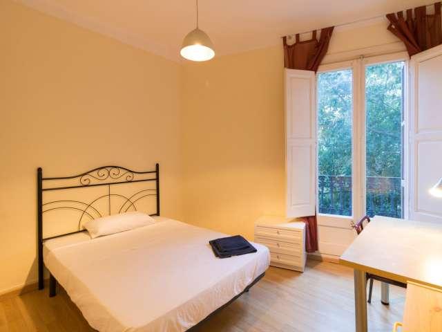 Room in 5-bedroom apartment in L'Esquerra de l'Eixample