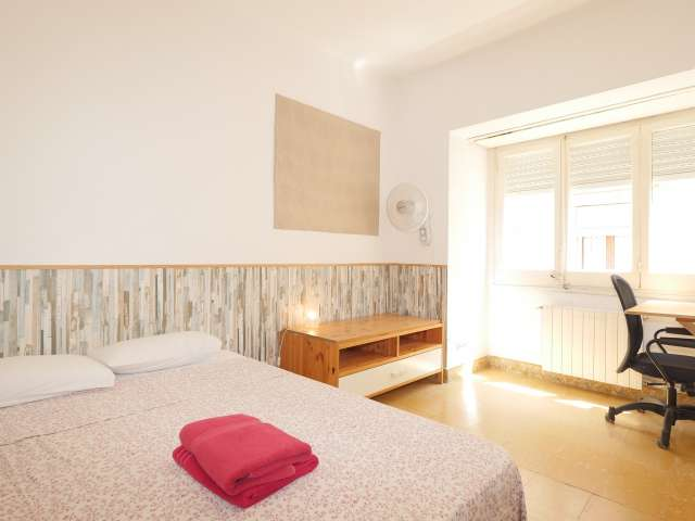 Decorated room in 3-bedroom apartment in Gràcia, Barcelona