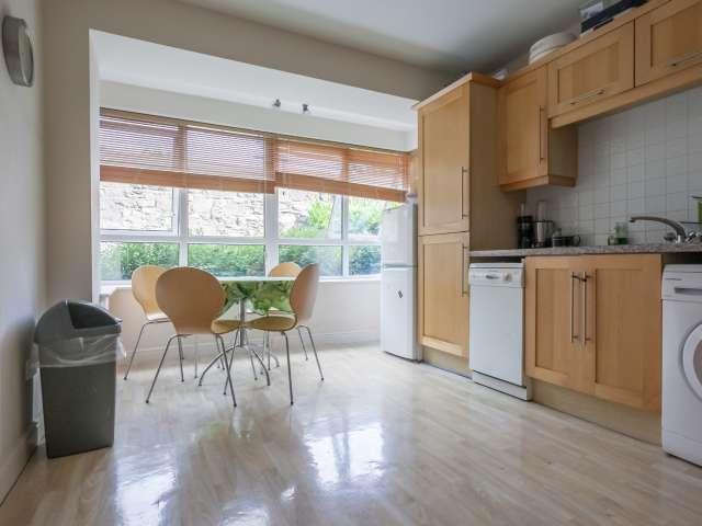 Room for rent in bright 4-bedroom flat in Drumcondra, Dublin