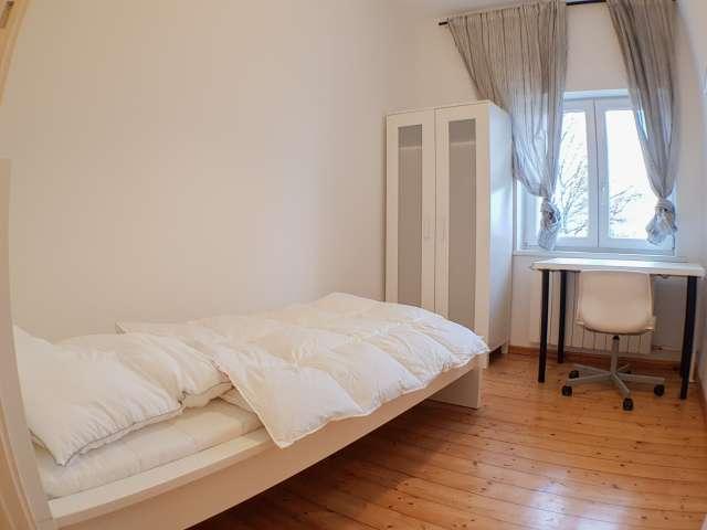 Zimmer zu vermieten in 5-Zimmer-Wohnung in Neükolln