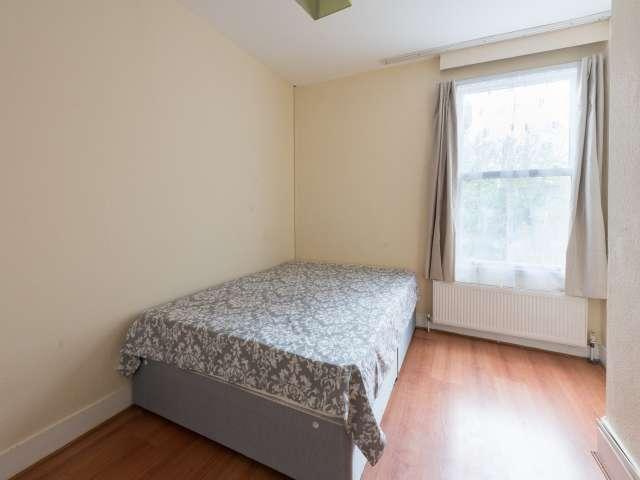 Ideal room in 5-bedroom flat in Tottenham, London