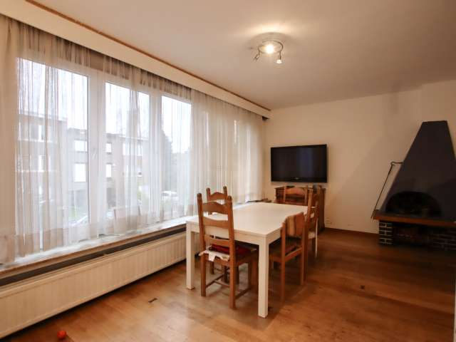 Modern room for rent in -4bedroom house - Oudergem, Brussels