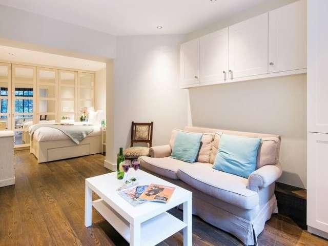 Studio flat to rent in Kensington & Chelsea, London
