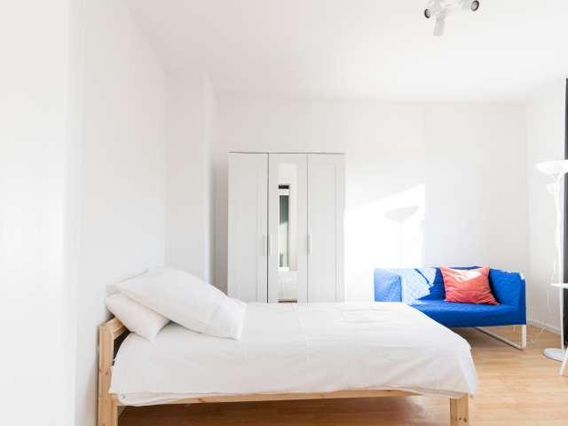 Zimmer zu vermieten in Wohnung mit 4 Schlafzimmern in Treptow