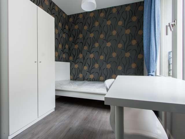 Helles Zimmer in 5-Zimmer-Wohnung in Mitte, Berlin