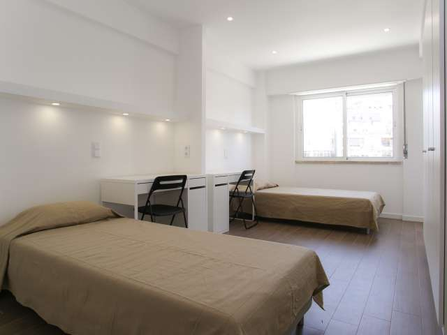 Bed for rent in Lumiar, Lisbon