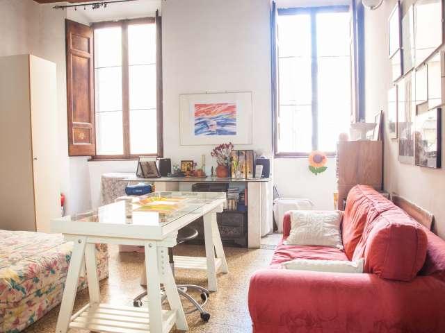 Camera doppia in appartamento con 2 camere da letto, nel centro di Roma
