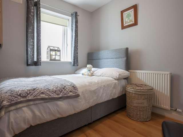 Habitación luminosa en alquiler en el apartamento de 2 dormitorios en Lucan, Dublín