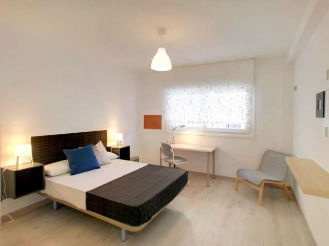 Room for rent in 5-bedroom apartment in Puente de Vallecas