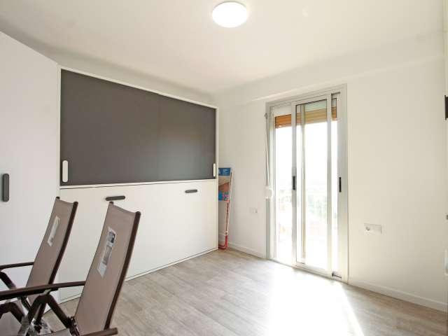 Sunny room in 4-bedroom apartment Sant Martí, Barcelona
