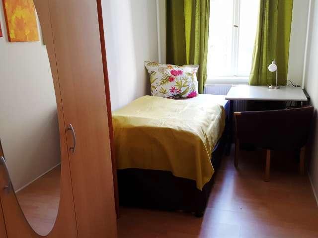 Zimmer zu vermieten in großer Wohnung, 9 Schlafzimmer, Mitte, Berlin