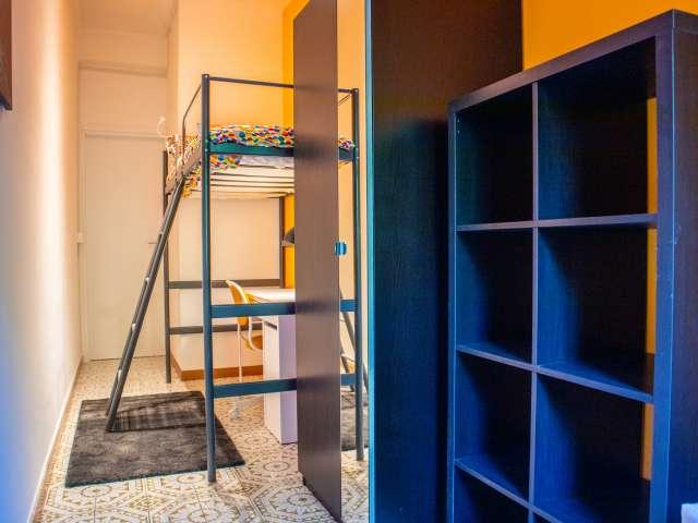 Accogliente camera in affitto in appartamento con 4 camere da letto a Trieste