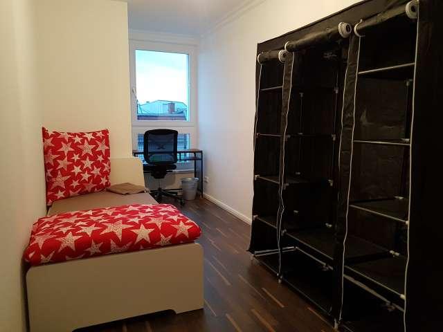 Gemütliches Zimmer zu vermieten, Wohnung mit 9 Schlafzimmern, Mitte, Berlin