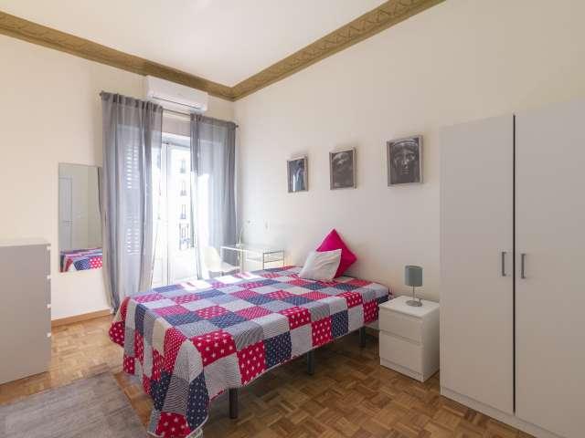Modernes Zimmer zu vermieten, 11-Zimmer-Wohnung, Malasaña Madrid