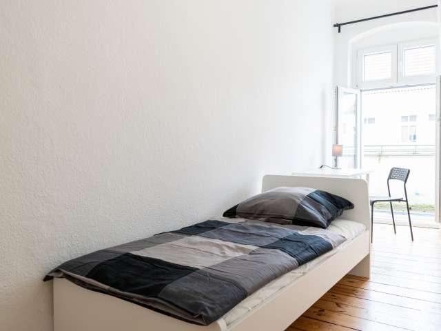 Großes Zimmer in 4-Zimmer-Wohnung in Treptow-Köpenick