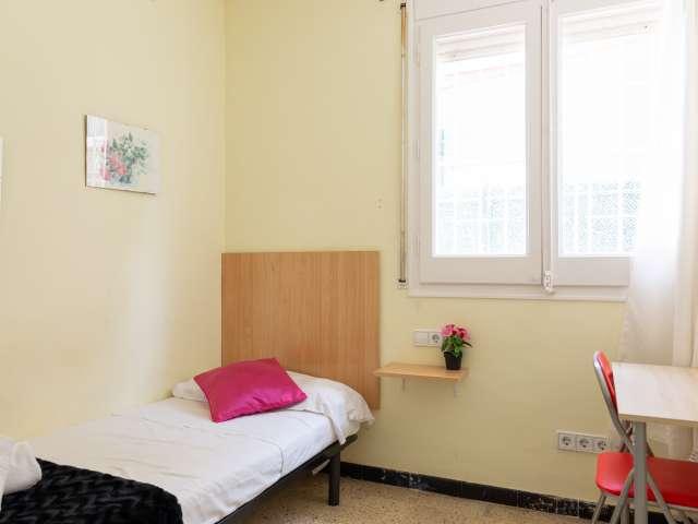 Room for rent in 9-bedroom house in Gràcia, Barcelona