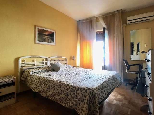 Helles Zimmer zur Miete in 4-Zimmer-Wohnung, La Latina