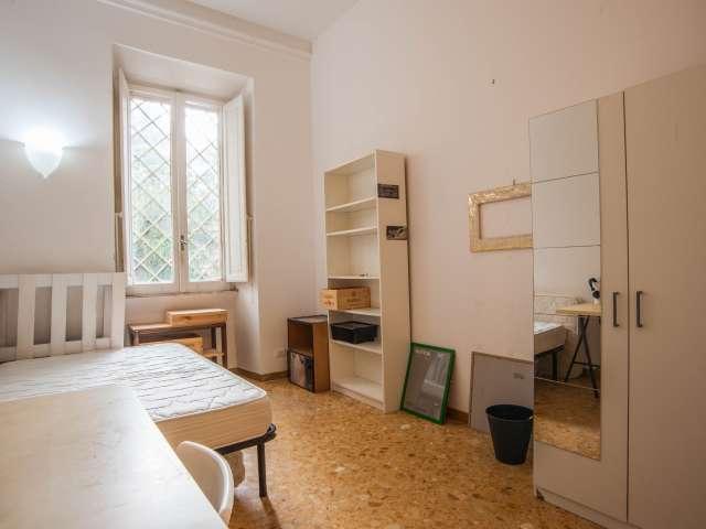 Spacious room in a 4-bedroom apartment in Parioli, Rome