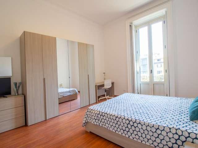 Stanza in affitto in appartamento con 6 camere da letto a Porta Romana, Milano