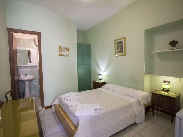 Camera in affitto, appartamento con 8 camere da letto, centro città