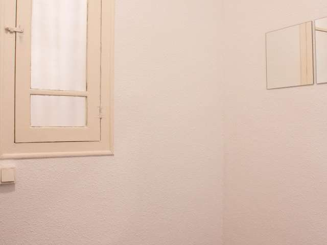 Cozy room for rent in 4-bedroom apartment in Les Corts